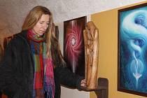 Ludmila Kristová při zahájení své výstavy Nahoře dole ve sklepě Chotěšovského domu