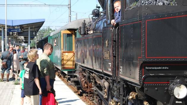 Při loňském parním létě tahala vlak, který o pasažéry nouzi neměl, historická lokomotiva Všudybylka