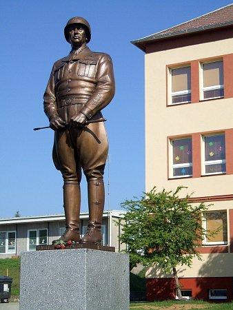 Bockerův pomník vDýšině.
