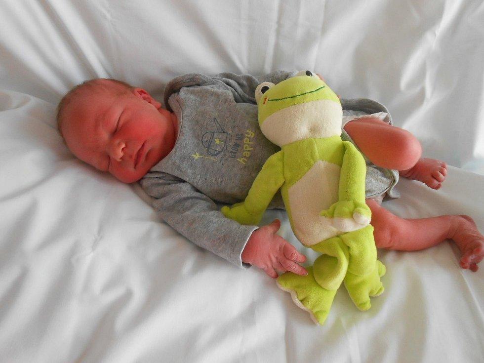 Sebastián P. se narodil 7. dubna 2021. Po příchodu na svět v domažlické porodnici vážil 3080 gramů a měřil 53 centimetrů.