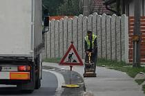 Oprava chodníku ve Výrově