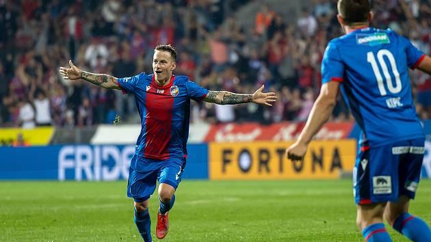Jan Sýkora se raduje po vstřelení gólu Spartě.