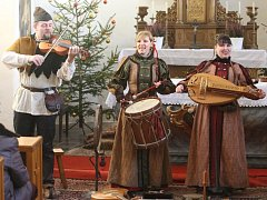 V žákavském kostele svatého Vavřince se uskutečnil koncert středověké vánoční hudby