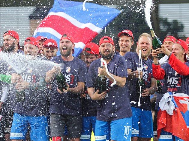 Fotbalisté FC Viktoria Plzeň slaví třetí titul v historii.
