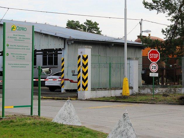 Brána třemošenského areálu Čepro, a. s.