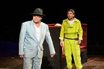 ZE ZKOUŠEK. Antonín Procházka (vlevo) jako Pantalone a  Jaroslav Matějka v roli Truffaldina.