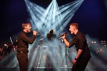 Během koncertu Každý má svůj sen se publiku představí všichni členové muzikálového souboru Divadla J. K. Tyla. Na snímku Pavel Klimenda a Pavel Režný.