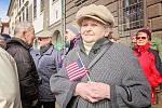 Příznivci amerického konvoje v Plzni na náměstí Republiky