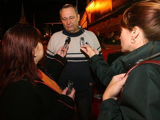 Policisty a strážníky městské policie doprovázel při kontrole diskoték i primátor města Pavel Rödl.