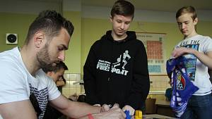Školy posílaly videovzkazy fotbalistům