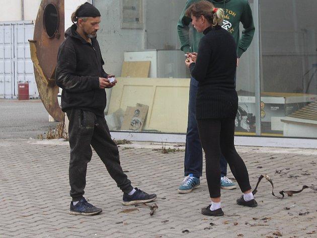 Squatter Pavel Hrabánek, správce Carimexu v Plzni na Letné, žije se svou manželkou v objektu od dubna.