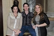 Jana Foff Tetourová (vlevo), Richard Ševčík a Ivana Veberová získali pro DJKT nominace na Ceny Thálie. Zda je promění v nejprestižnější divadelní ocenění, se rozhodne v sobotu 28. března při slavnostním večeru v Národním divadle.