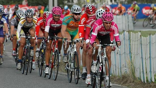 Druhý rok mezi elitou. Pro cyklistu Františka Raboně (v popředí) byl bojem o vlastní renomé, ale i o prodloužení angažmá v profistáji T–Mobile. Zatím však neví, zda byl úspěšný