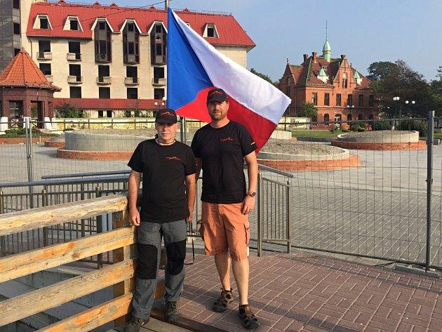 Plzeňan David Nový (vpravo) a jeho tým předvedli na mistrovství světa nejlepší ohňostroje.