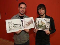 Roudnou a Lochotín napříč staletími představuje 555 snímků, jež utřídili  Pavel Motejzík (vlevo) a Lukáš Mácha