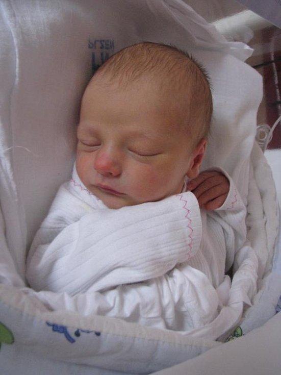 Lukáš (2,92 kg, 51 cm) se narodil 16. 11. v 7:32 ve FN v Plzni. Na světě jej přivítali maminka Jana Šuřinčíková, tatínek Martin Lorenc a dvouletá sestřička Lucka z Blovic
