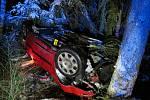 Řidička jela příliš rychle, dostala smyk a přejela do protisměru. Skončila na střeše v levém silničním příkopu.