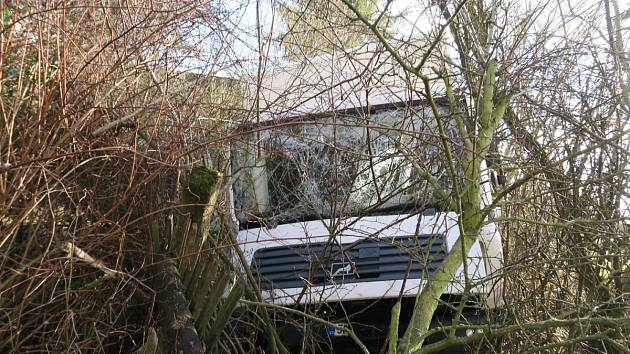 Silný poryv větru vytlačil v obci Nový Hamr nákladní auto ze silnice
