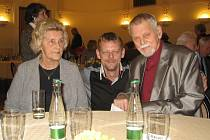 Miloš Stránský, dlouholetý ředitel jihlavského divadla, působil v plzeňské činohře v letech 1964 – 1965. V důchodovém věku se do Plzně vrátil a hostuje i ve zdejším divadle. Do Prahy si pro ocenění přijel společně s manželkou a synem Martinem