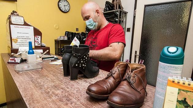 Oprava obuvi - Ilustrační foto