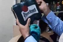 Plzeňské pivo, třtinový rum z Božkova i Becherovku našli Tálibánci v Kábulu