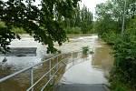 Povodeň v Plzni-Slovanech, cyklistická stezka u kurtů