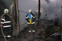 Požár autodílny v Žihli