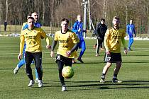 Fotbalisté Přeštic (ve žlutém) vyhráli v Ostrově 3:0.