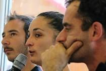 Zástupci francouzského souboru Akoreacro (zleva) Antonio Segura Lizan, Claire Aldaya a Jean-François Pyka řečený Jeff