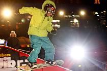 Stovky lidí přišly v sobotu povzbudit snowboardovou evropskou elitu v závodě Horsefeathers CityJib