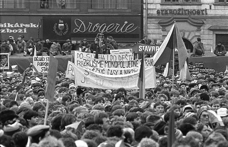 Listopad 1989 v Plzni objektivem Radovana Kodery