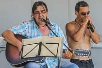 V rámci festivalu vystoupila i skupina Lazaři.