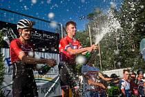 Takhle Ondřej Cink slavil před rokem vítězství ve Stupně a k hvězdám závodu bude český šampion patřit také v letošním ročníku.