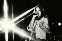 Dan Bárta v roce 1991 zpíval s kapelou Alice