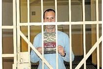 je první knihou z pera Lukáše Palečka, kterou včera pokřtil právě v trestnici na Borech v Plzni.