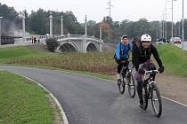 Masarykův most na Jateční ulici v Plzni slouží cyklistům a chodcům