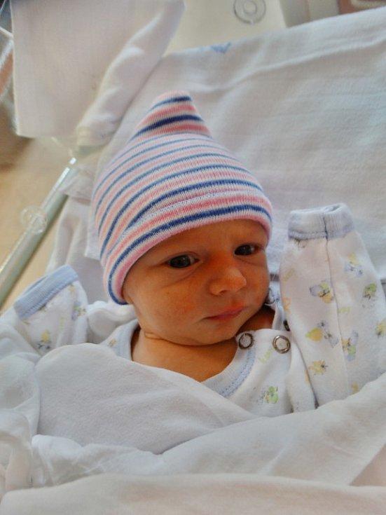 Dominik Aubrecht se narodil 31. října v1:35 mamince Veronice a tatínkovi Pavlovi zRadnic. Po příchodu na svět vplzeňské FN vážil jejich prvorozený synek 2900 gramů a měřil 51 cm.