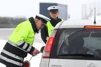 Použití bezpečnostních pásů a dětských autosedaček kontrovali ve středu policisté ve všech okresech Plzeňského a Karlovarského kraje během speciální dopravní akce