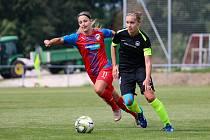 ÚTOČNICE PLZNĚ Gabriela Šlajsová (na snímku vlevo) režírovala výhru Viktorie 2:0 nad Libercem.