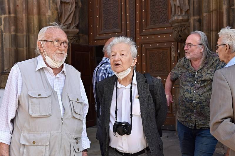 Pamětníci, zleva profesor Zdeněk Mraček (polistopadový primátor), Ing. Fojtíček, vzadu Vladimír Líbal.