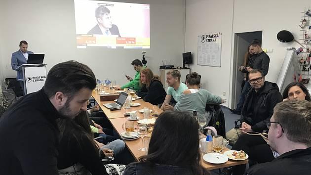 Volební štáb Pirátské strany v Plzni.