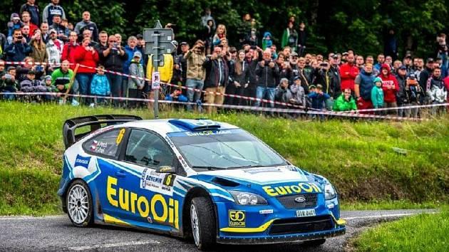 Posádka plzeňského EuroOil Invelt teamu s vozem Ford Focus WRC.