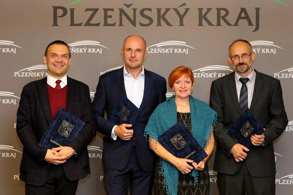 Představení nové koalice, která bude vládnout Plzeňskému kraji. Zleva: Martin Baxa, Josef Bernard, Ivana Bartošová a Pavel Čížek