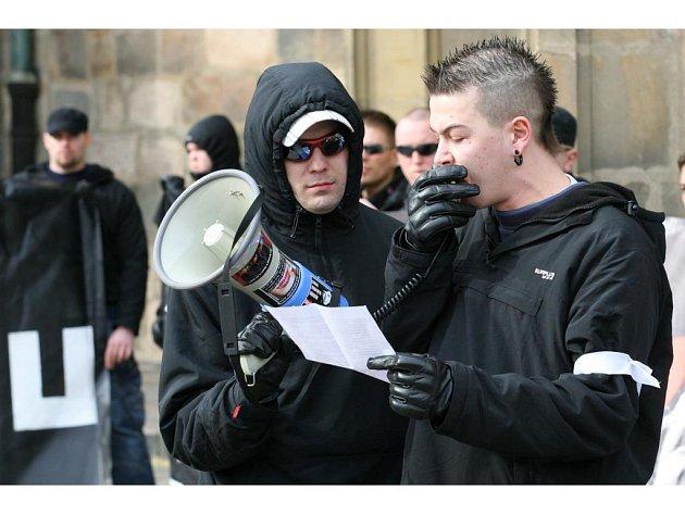 Tomáš Babka přednáší svůj projev na náměstí Republiky