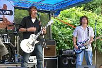 Plzeňská poppunková kapela L. A. zahraje na čtvrtečním festivalu Cigistock na nádvoří Církevního gymnázia vPlzni od půl páté odpoledne.