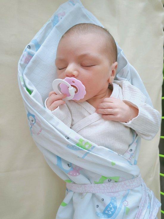 Ema Krásná z Plzně (3 560 g, 51cm) se narodila 14. července 2021 v 17:00 v Mulačově nemocnici. Maminka Denisa věděla předem, že jejich prvorozené miminko bude holčička, pro tatínka Josefa to bylo překvapení a je z dcery nadšený.