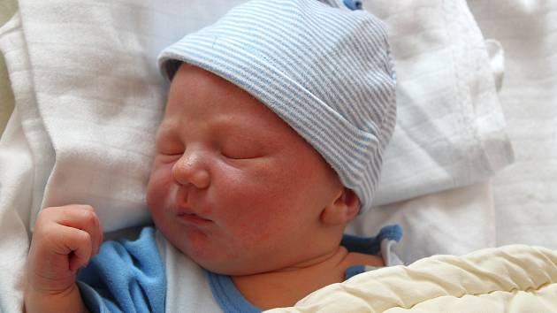 Maxim Karhan se narodil 21. září v 7:11 hodin rodičům Zuzaně a Tomášovi z Plzně. Po příchodu na svět vážil bráška Laurinky (20 měsíců) 3800 gramů a měřil 51 centimetrů.