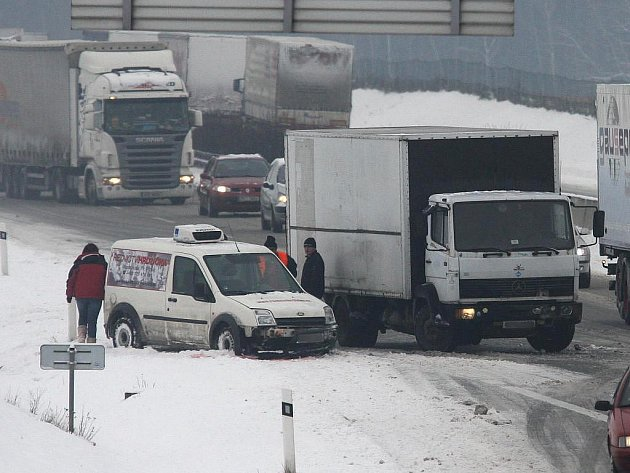 Čtvrteční nehoda na dálnici D5 nedaleko Heřmanovy Huti