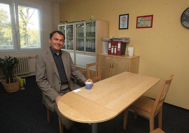 Viktor Vanžura ve své kanceláři
