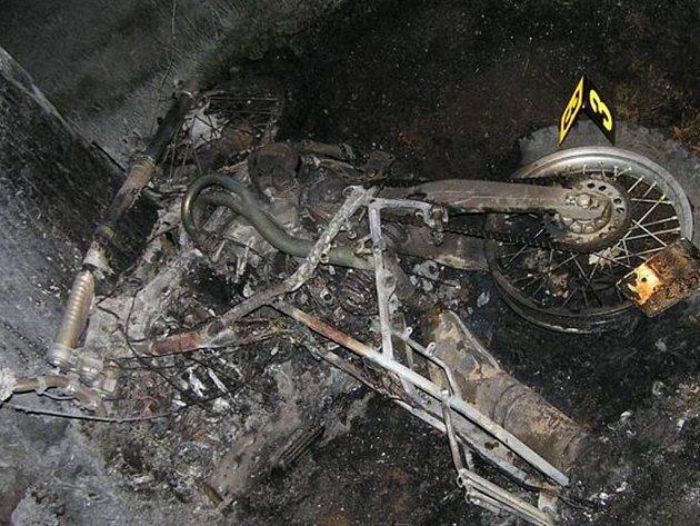 Nehoda motorkáře u Strašic an Rokycansku. Řidič na místě uhořel